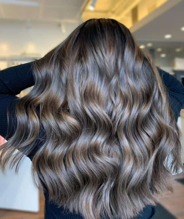 #hairgoalsachieved By @beauty.bylivia by doing a #fullhead #foils and the perfect #toner and #haircut. Styled with #Oribe Split end sealer, Color boost power drops, Apres Beach, and #R&CO two way mirror. #balayage #brunette #brunettebalayage @randco @oribe #albanynyhair #albanynyhairstylist